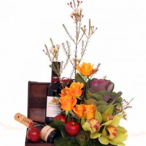 Βαλιτσάκι με λουλούδια και ποτά