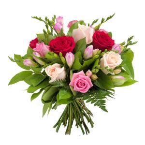Μπουκέτο με φρέζια και τριαντάφυλλα