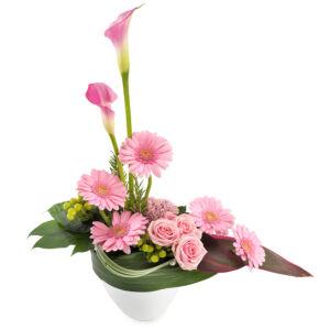 Σύνθεση λουλουδιών για γέννηση κοριτσιού