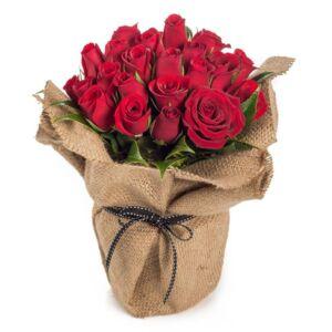 Σύνθεση με κόκκινα τριαντάφυλλα