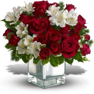 Σύνθεση λουλουδιών σε γυάλινο βάζο